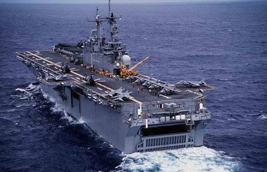 Uçak mevcudu: 2 İnsansız hava aracı, 8 adet orta yüklü helikopter, 4 adet atak helikopteri, 2 adet seahawk genel maksat helikopteri, 6 adet Lockheed Martin F35B savaş uçağı