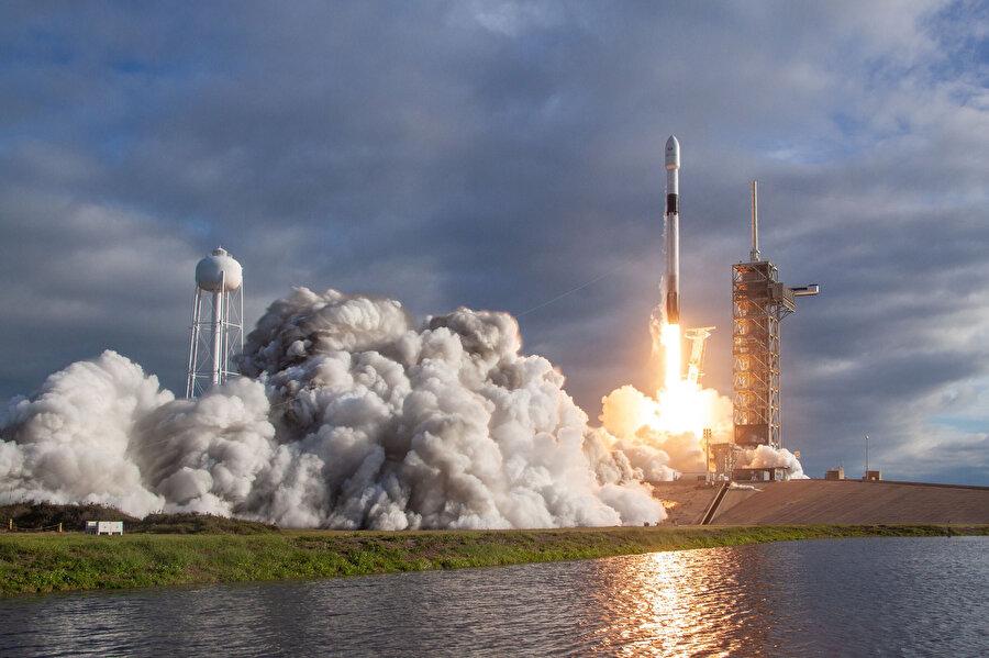 Falcon 9'un hareket videoları dünya genelinde büyük ilgi çekmeyi başarıyor.
