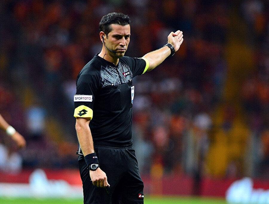 Galatasaray-Çaykur Rizespor karşılaşmasında Ali Palabıyık düdük çalacak.