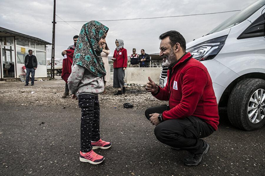Türk Kızılayı'nın desteği ile protez ayaklara kavuşan Suriyeli Maya yaşama yeniden bağlandı.