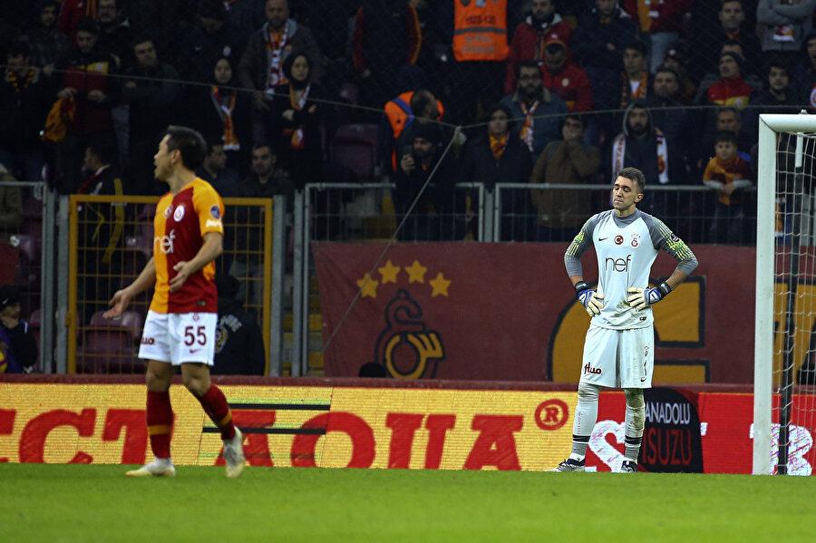 Galatasaray'da Nagatomo ve Muslera skorun 2-2'ye gelmesinin ardından büyük üzüntü yaşadı.