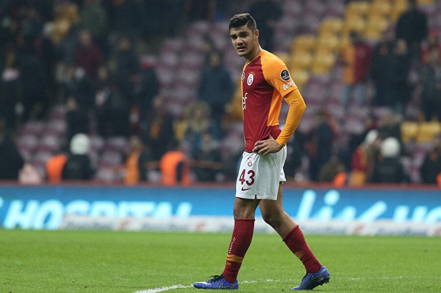 Galatasaray'da Ozan Tufan'ın yenilen golün ardından morali düştü.