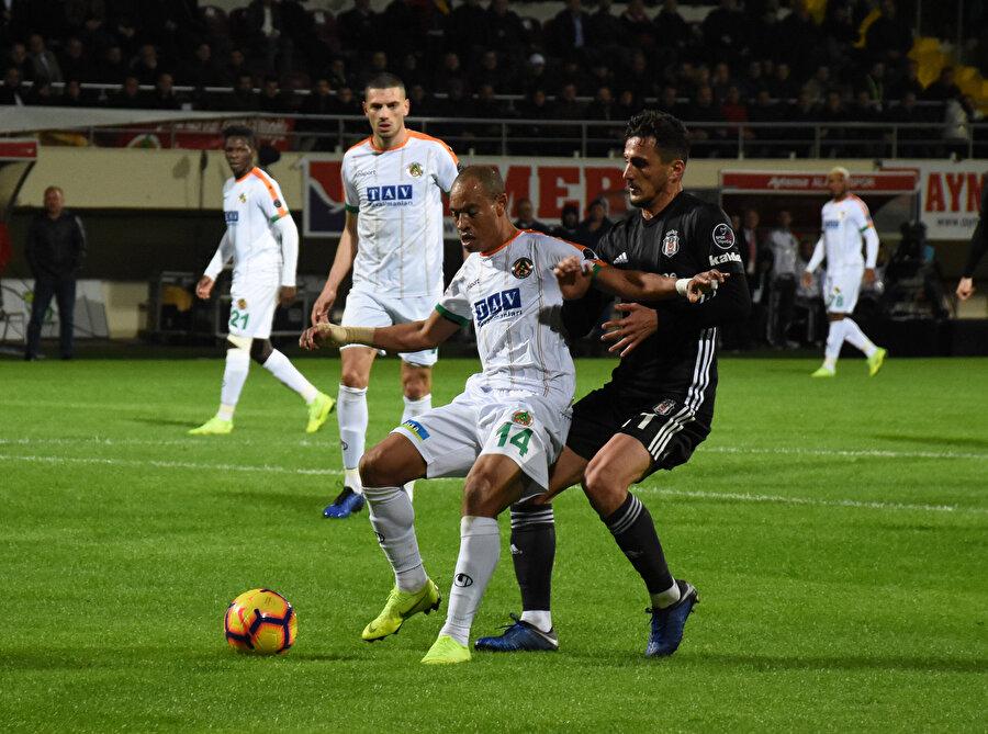 Deplasmanda Alanyaspor ile karşılaşan Beşiktaş, sahadan 0-0 beraberlikle ayrıldı.