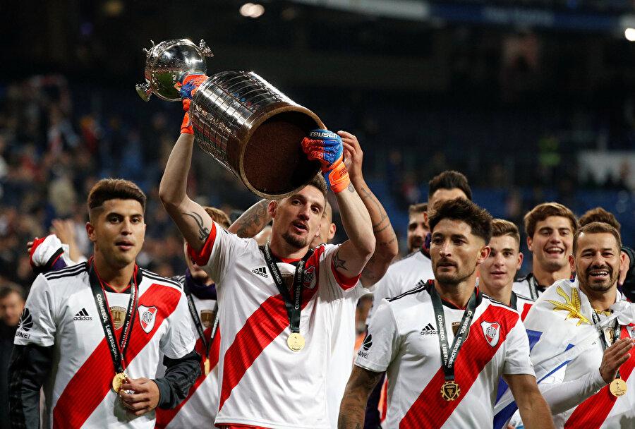 Libertadores Kupaıs, River Plateli futbolcuların elinde yükseliyor...