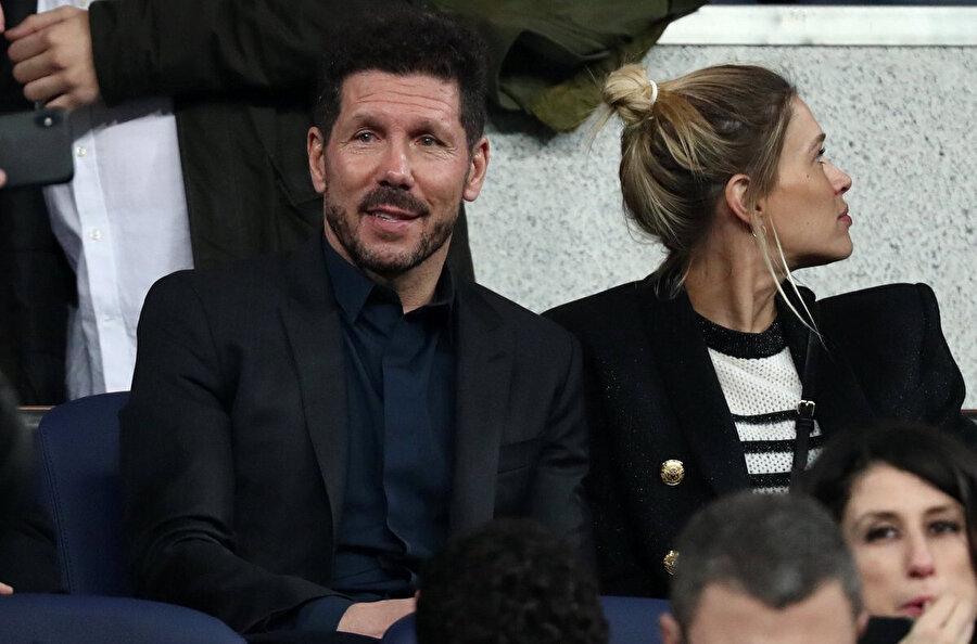 Atletico Madrid Teknik Direktörü Diego Simeone karşılaşmayı tribünden takip ediyor...