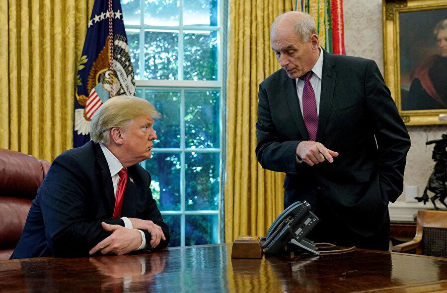 Başkan Trump, Washington'da bulunan Beyaz Saray'daki Oval Ofisi'nde Genelkurmay Başkanı Kelly ile bir araya geldi.