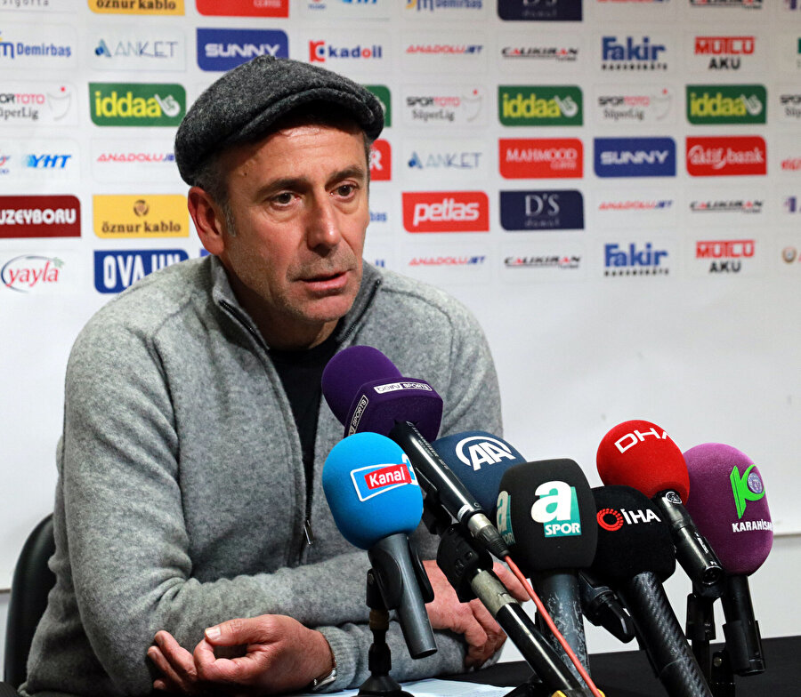 Medipol Başakşehir Teknik Direktörü Abdullah Avcı maç sonrası basın toplantısında konuşuyor.
