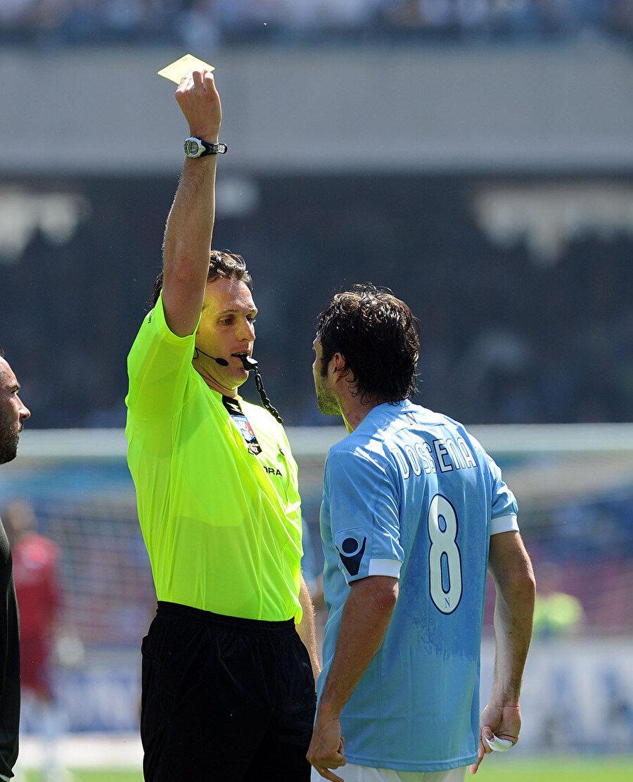 Luca Banti, sarı kartına başvuruyor.