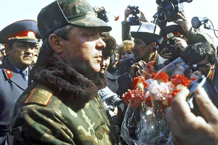 Boris Gramov Hayraton köprüsünden Sovyetler Birliği sınırlarına geçtiğinde onu ve askerlerini karşılamak için büyük bir kalabalık organize edilmişti.