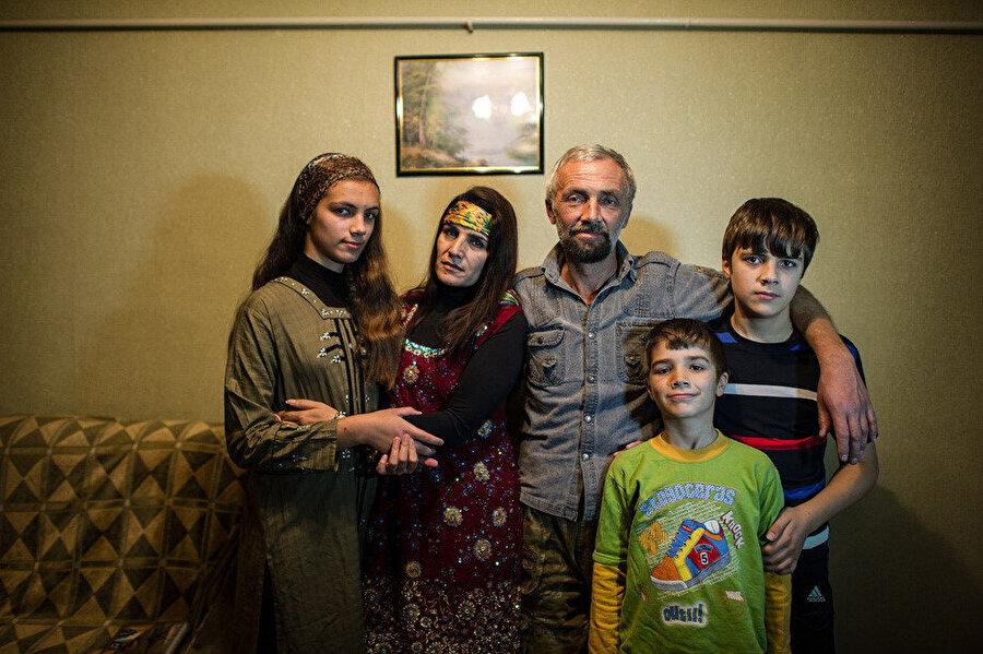 1982'de esir düşen Nikolay Bıstrov İslamiyeti kabul ettikten sonra Ahmed Şah Mesud'un korumalığını yaptı ve 1999'da Afganistan'daki ailesiyle beraber Rusya'ya döndü.