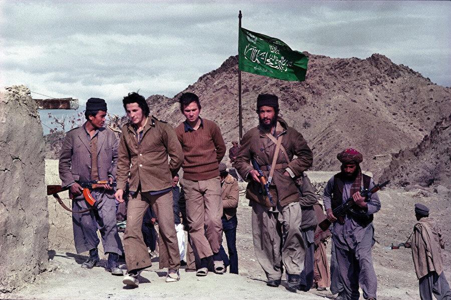 Afgan mücahidler esir aldıkları Sovyet askerlerine İslamiyeti kabul ettikleri zaman özgürlüklerini geri veriyorlardı.