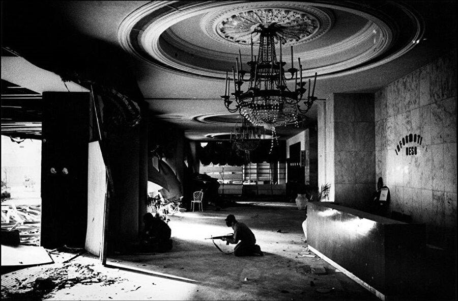 Savaşın bitiminin ardından Holiday Inn'in o eski ihtişamından eser kalmamıştı.