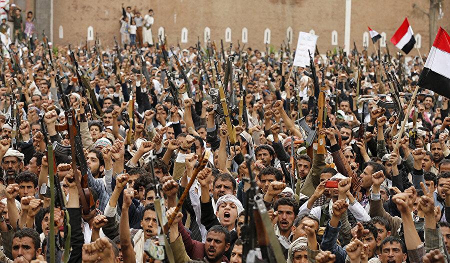 Yemen'deki savaş, İran destekli Hûsîlerin 2014'te başkent Sanaa'yı ele geçirmesiyle patlak verdi.