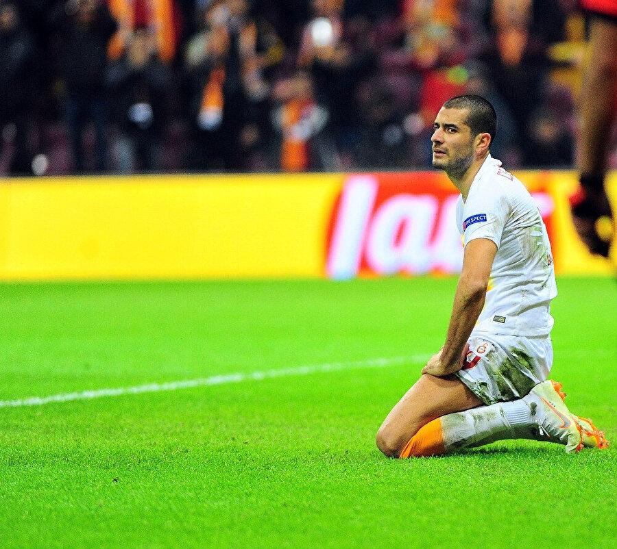 Eren Derdiyok, kaçırdığı gollerden sonra büyük üzüntü yaşadı.