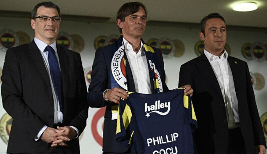Cocu'yu Fenerbahçe'ye getiren isim olan Damien Comolli basın toplantısında da yer almıştı.