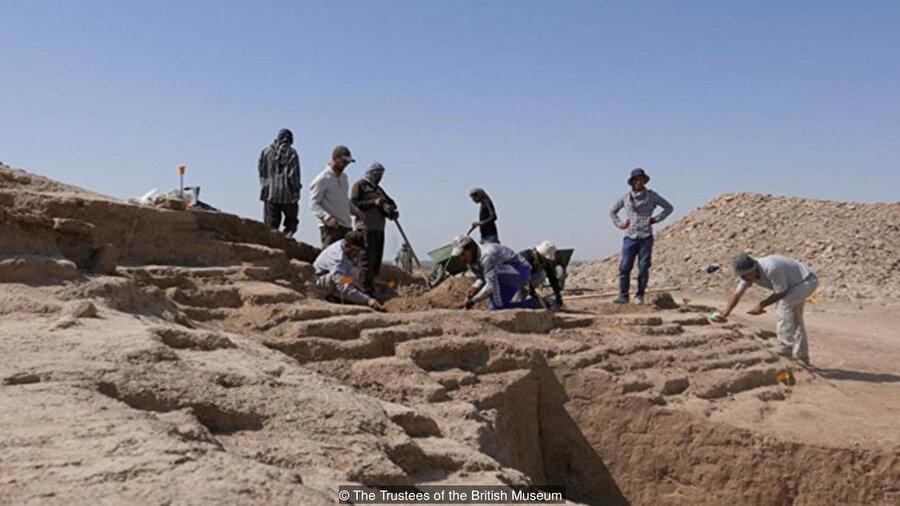 Irak'taki arkeologlar dünyanın en eski yazılı dillerini içeren binlerce tableti ortaya çıkardılar.