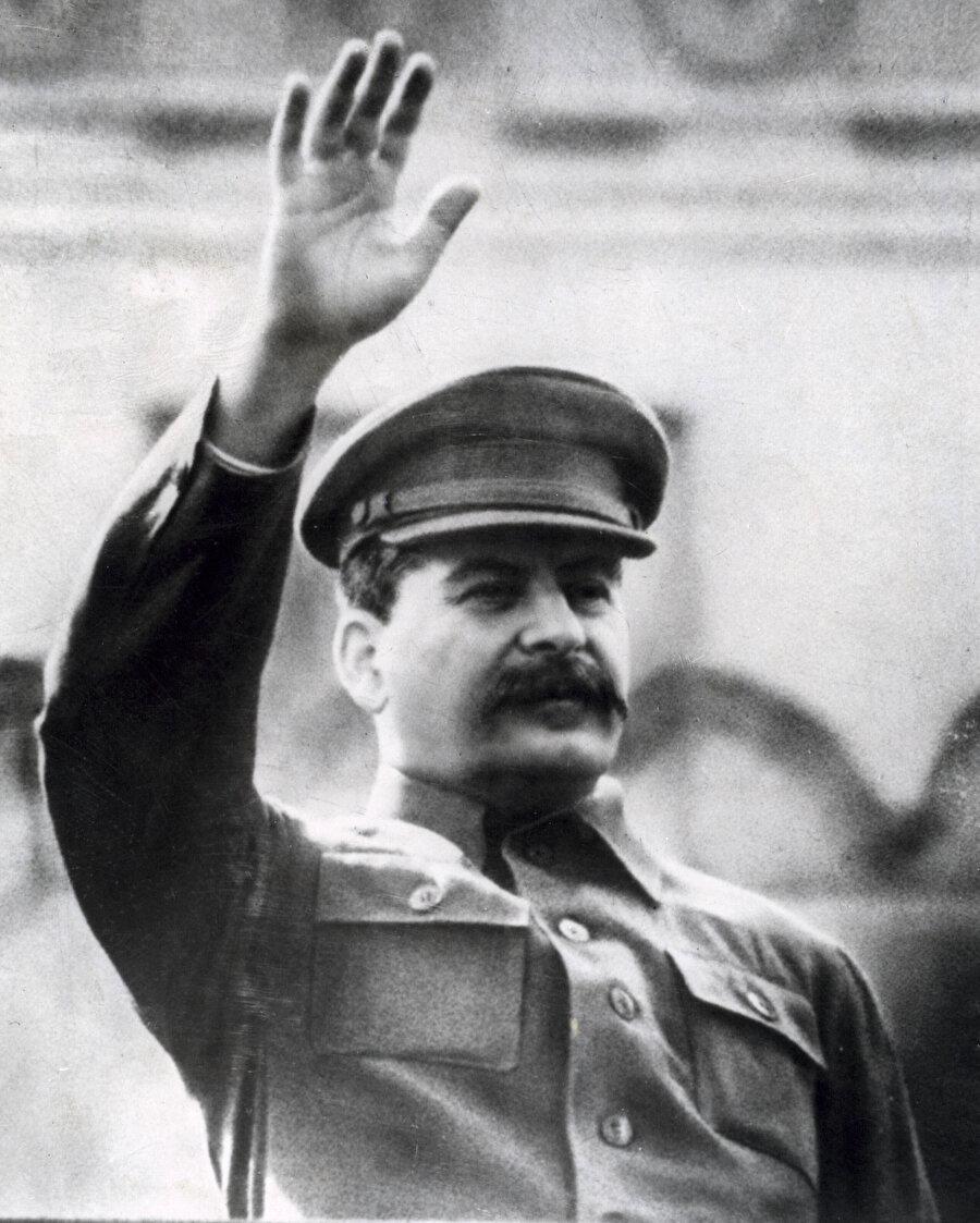 Gürcü asıllı Sovyet devlet adamı: Josef Stalin
