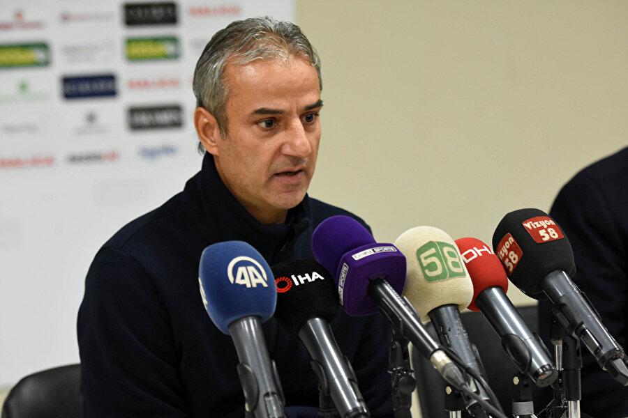 Sivas maçı sonrasında konuşan İsmail Kartal, basın mensuplarına takımda yaşanan maddi sorunlar hakkında açıklamalarda bulunuyor...
