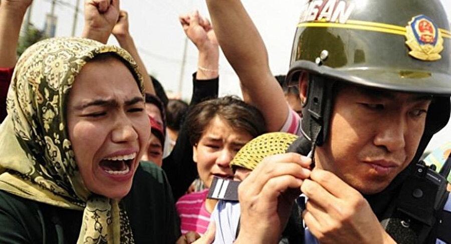 Çin'in Doğu Türkistanlılara uyguladığı zulüm yıllardır devam ediyor.