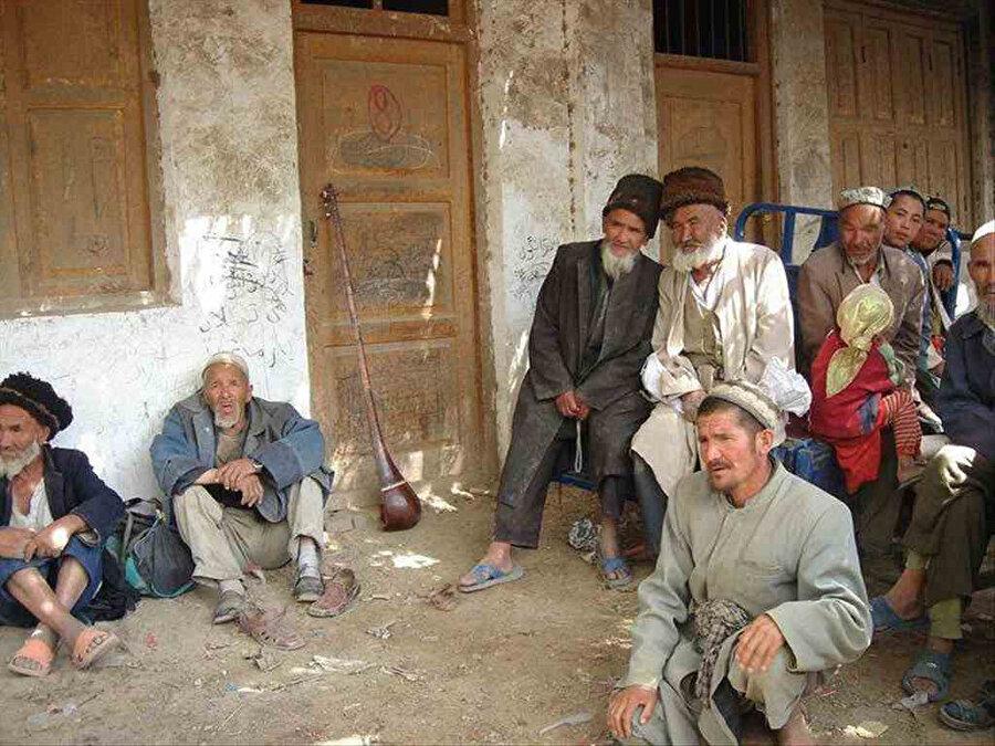Uygur Türkleri, yıllardır asimile edilmeye çalışılıyor.