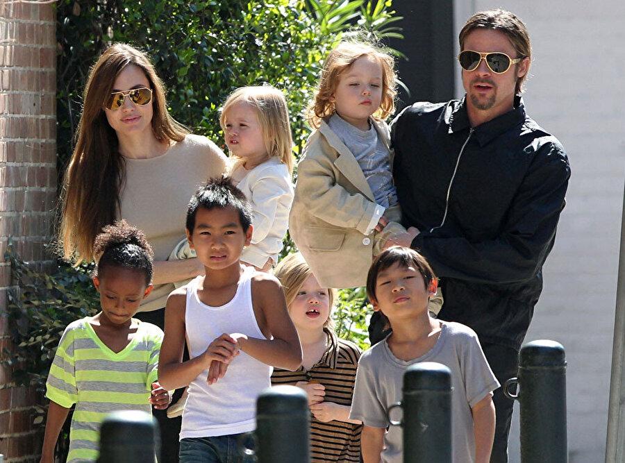 Dünyaca ünlü çiftin, 3'ü biyolojik 3'ü evlatlık toplam 6 çocuğu bulunuyor.