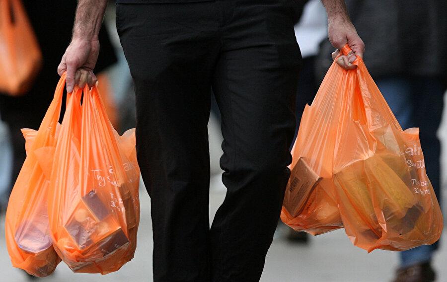 47 yıl önce hayatımıza giren plastik poşetler dünyaya büyük zararlar verebiliyor.