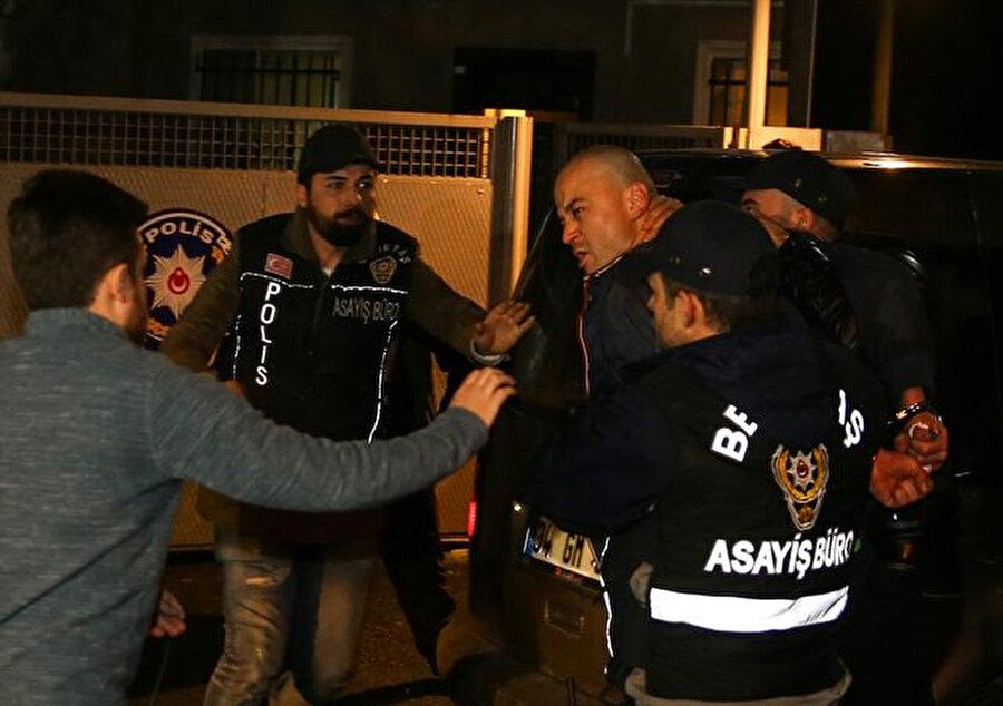 Murat Özdemir, Ortaköy'de bulunan evinden polis ekipleri tarafından gözaltına alındı.