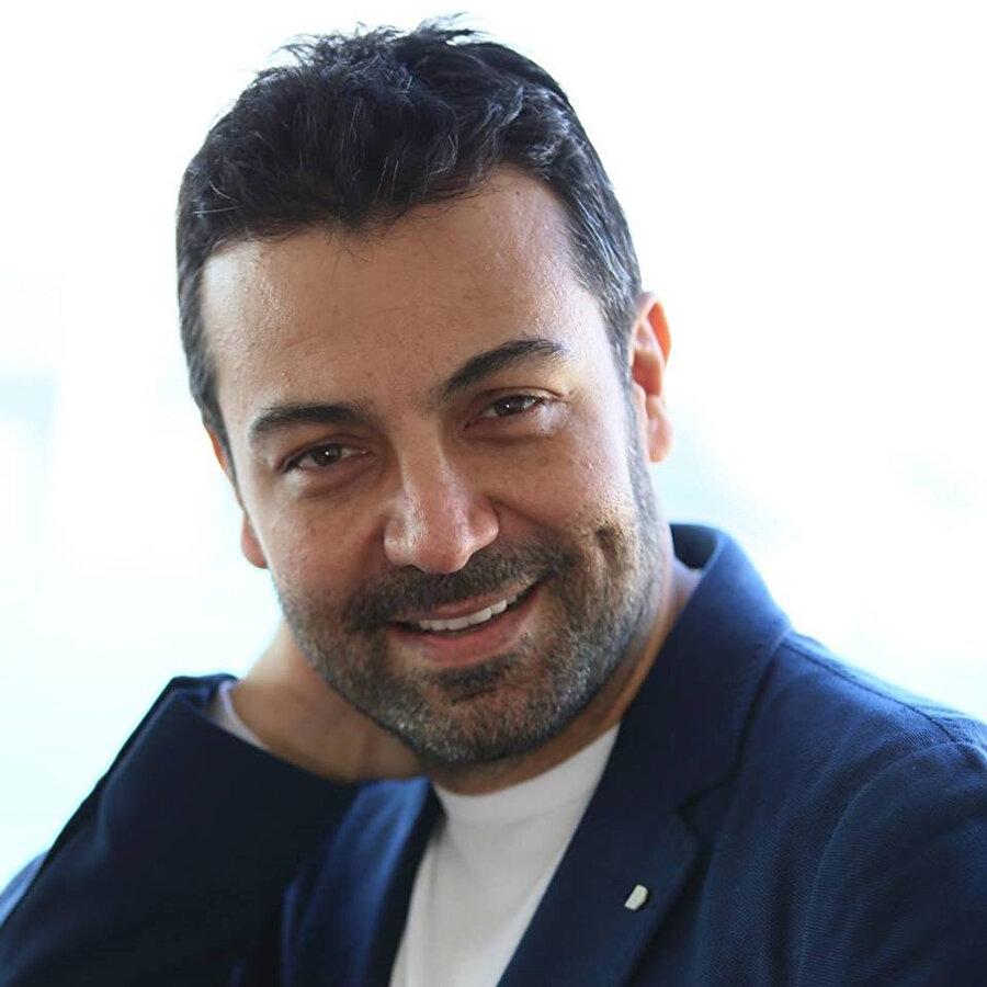 Saruhan Hünel, 1998 yılında Star TV'de ekranlara gelen Aynalı Tahir dizisinde oynadığı 'Tilki Ekrem' karakteriyle büyük bir üne kavuşmuştur.