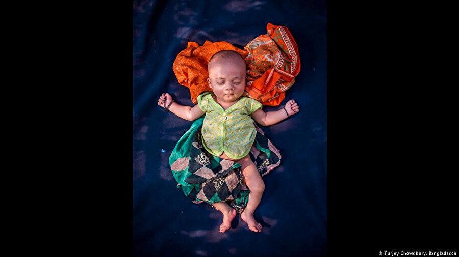 Sığınmacı kampındaki 18 günlük bebeğin fotoğrafı ikincilik ödülünü aldı.