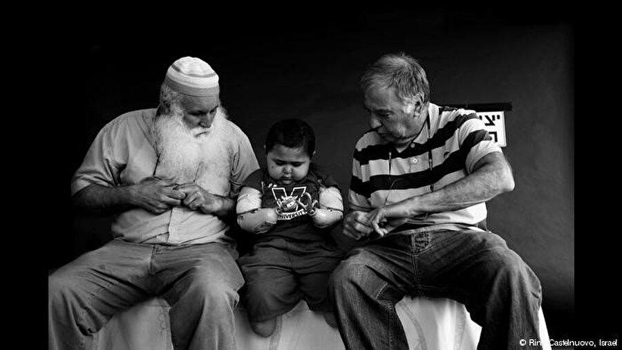Üçüncülük ödülü ise İsrailli fotoğrafçı Rina Castelnuovo'nun oldu.