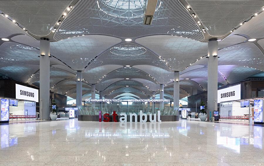 1 aylık süre sonunda İstanbul Havalimanı'nı kullanan yolcuların deneyimleri ve memnuniyeti ölçüldü.