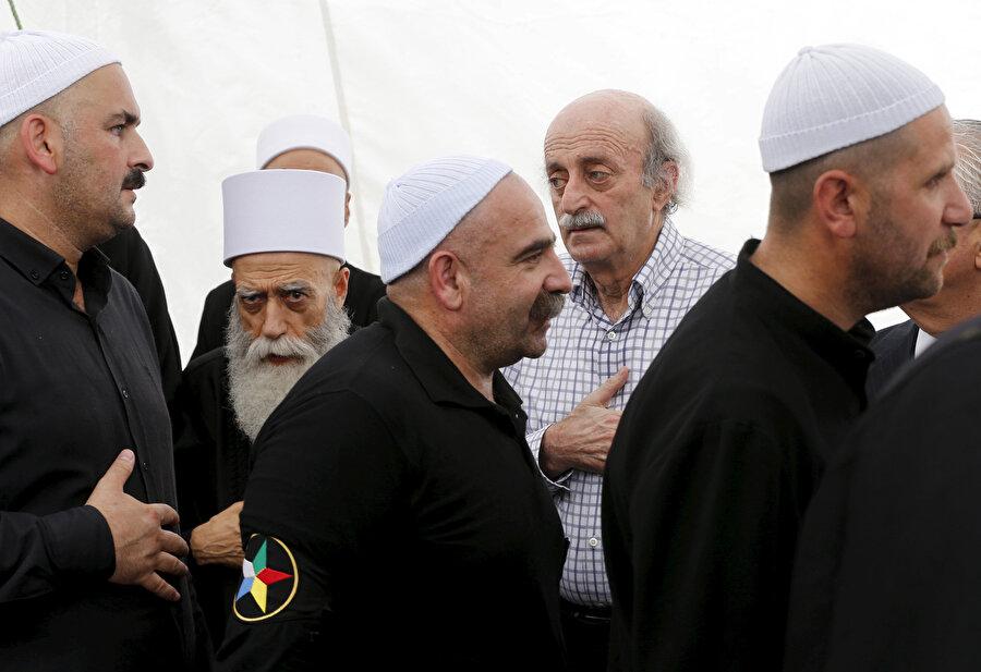 Lübnan Dürzîlerinden Conbolat ailesinin şimdiki lideri Velid Canbolat (arka sırada ortada).