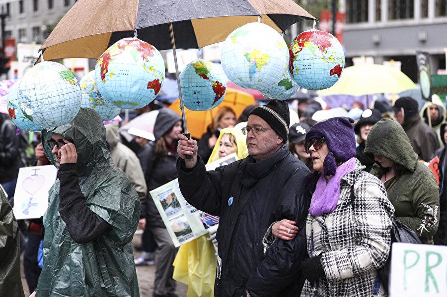 ABD'nin Chicago kentinde gerçekleşen iklim değişikliği yürüyüşünde, ABD Başkanı Donald Trump'ın politikaları protesto edilmişti.