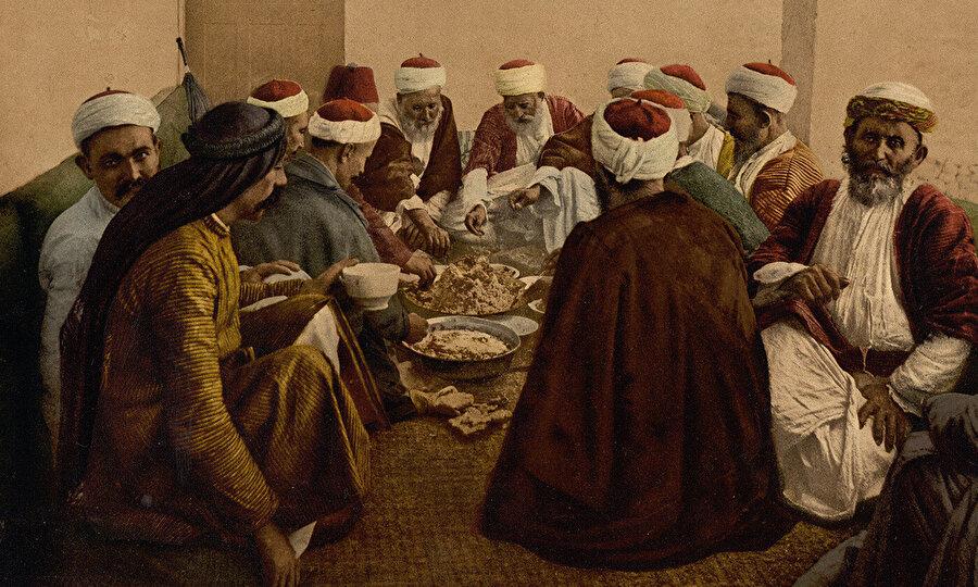 Dürzî alimler, Zâhir tarafından Kahire'den göç etmeye zorlandıklarında Dürzîliği dışarıya kapalı bir grup haline getirdiklerinden bugün Dürzî inancına dair birçok metin, diğer insanlardan gizlenmektedir.