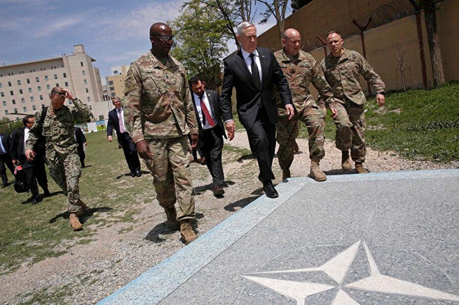 Mattis 2001'de Afganistan'daki özel kuvvetlere komuta etmişti.