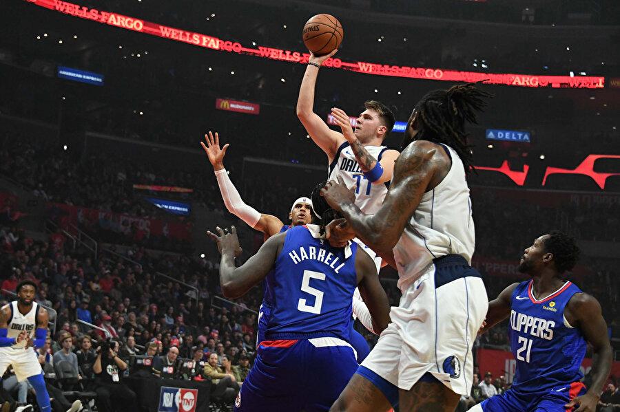 Dallas Mavericks'te Luka Doncic 32 sayı üretti.