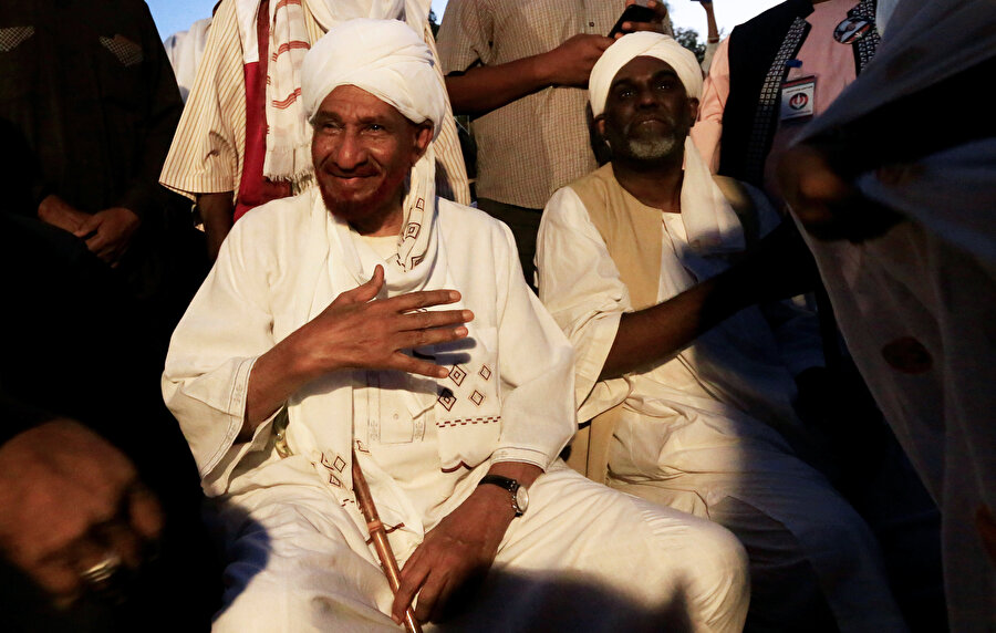 1989 yılında yapılan darbeyle görevinden uzaklaştırılan Mehdi, 19 Aralık'ta Etiyopya'dan Sudan'a dönmüştü.