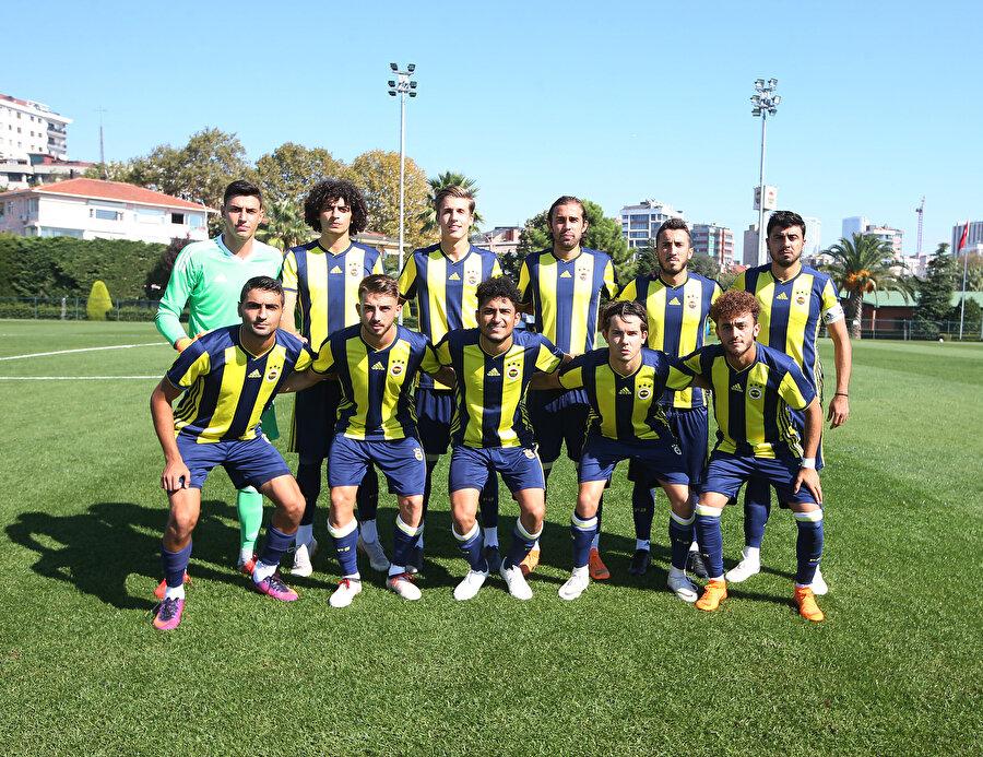 Fenerbahçe'de kadro dışı bırakılan Ozan Tufan, genç takımla maçlara çıkıyor.