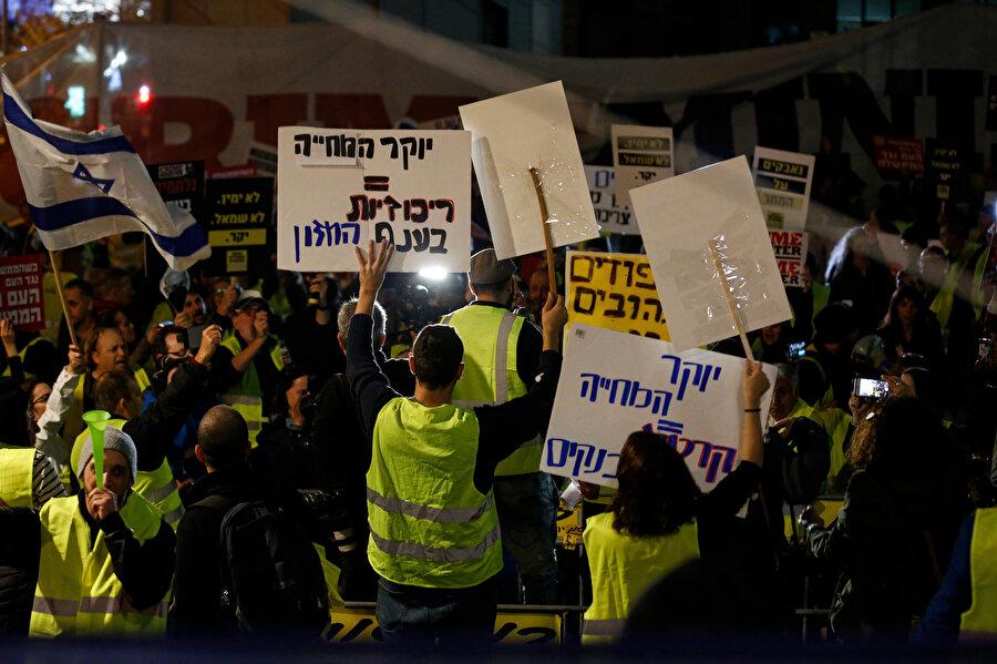 İsrail Başbakanı Binyamin Netanyahu istifaya çağrıldı.