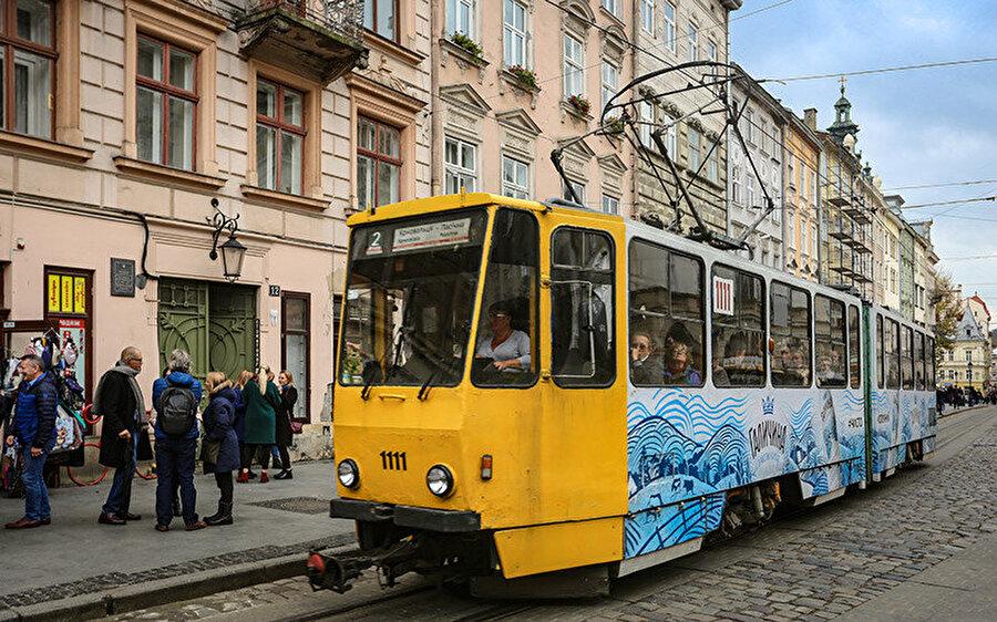 Lviv şehir merkezinde yer alan Troleybüs hattı.