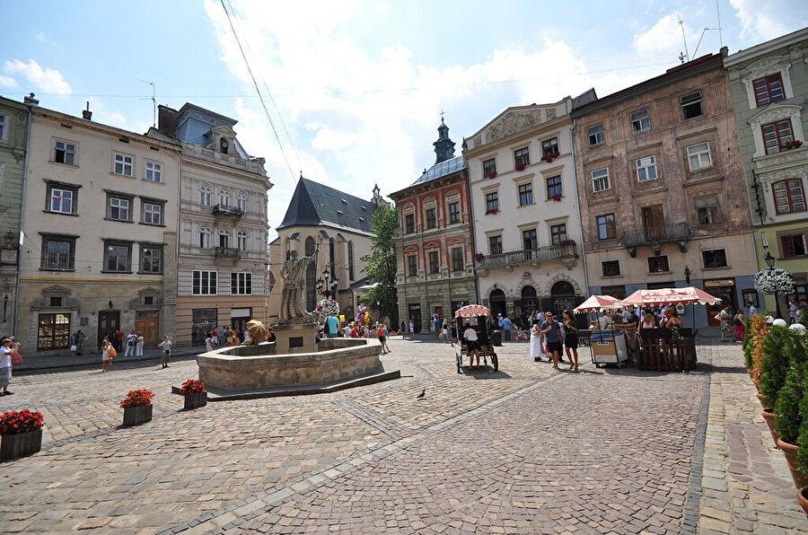 Lviv merkez meydanı.