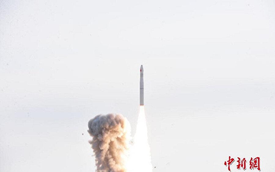 Çin'in iletişim uydusu uzaydaki yerini aldı.