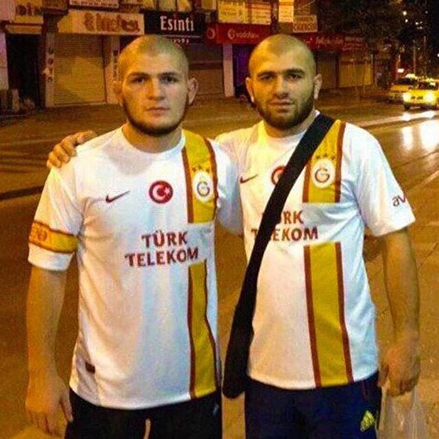 Habib Nurmagamedov, sıkı bir Galatasaray taraftarı.
