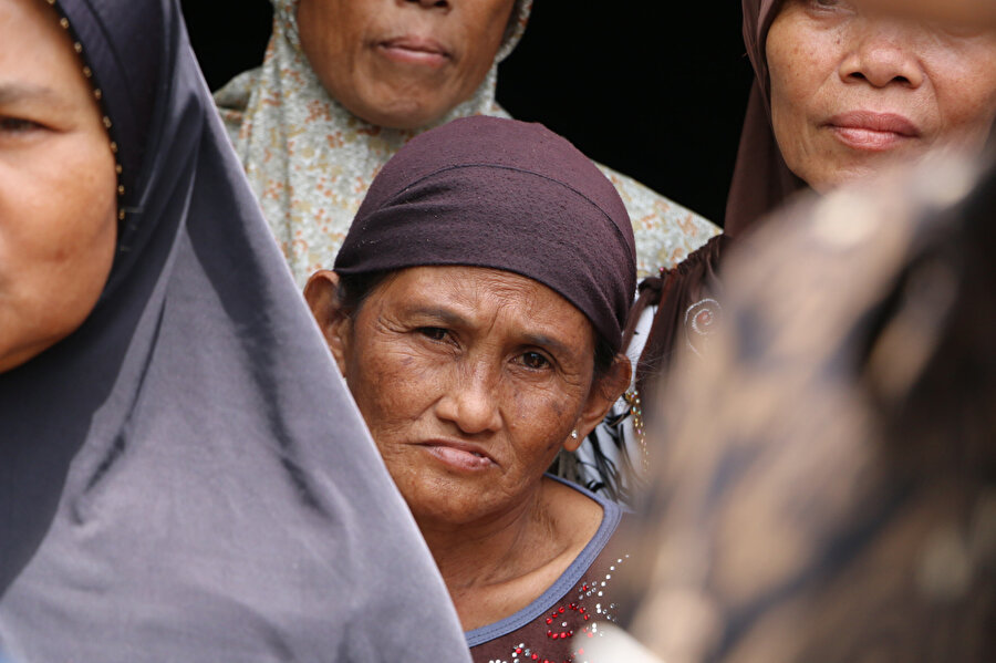 Endonezya'da meydana gelen tsunami birçok kişiyi etkiledi.