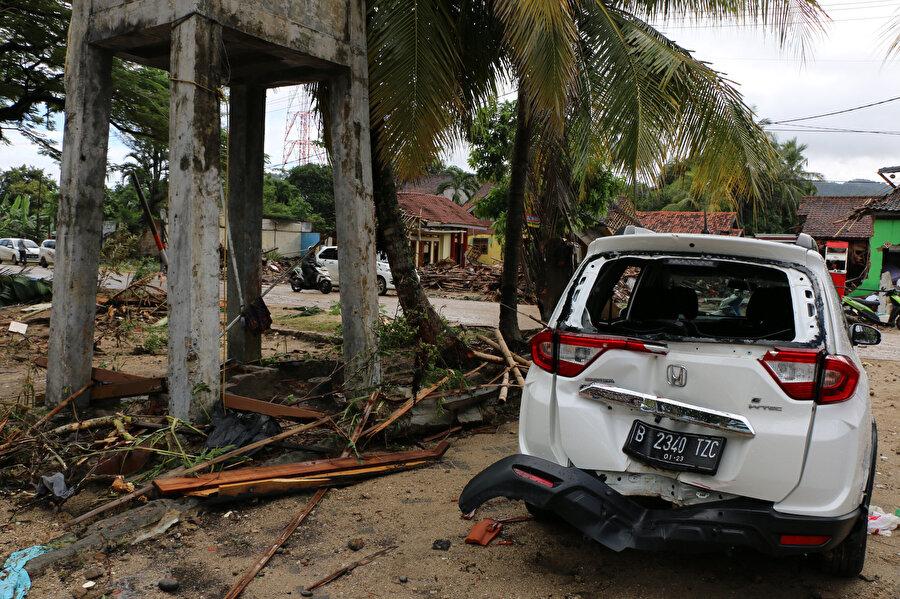 Tsunaminin oluşturduğu zarar böyle görüntülendi.