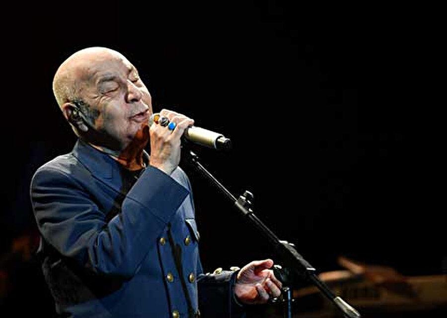 Mazhar Alanson, Üsküdar Bağlarbaşı Kongre ve Kültür Merkezi'nde konser verdi.