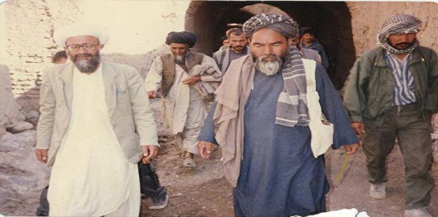 Abdul Ali Mezari (soldan ikinci) 1995 yılında Taliban tarafından öldürüldü.