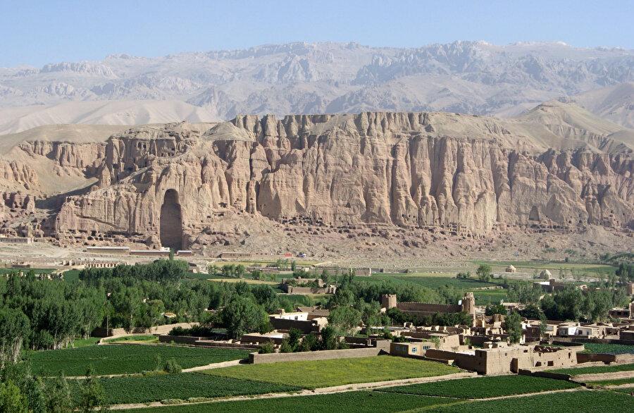800 bin nüfuslu Bamyan şehri genel olarak Hazaraların yaşadığı bölge olarak biliniyor.