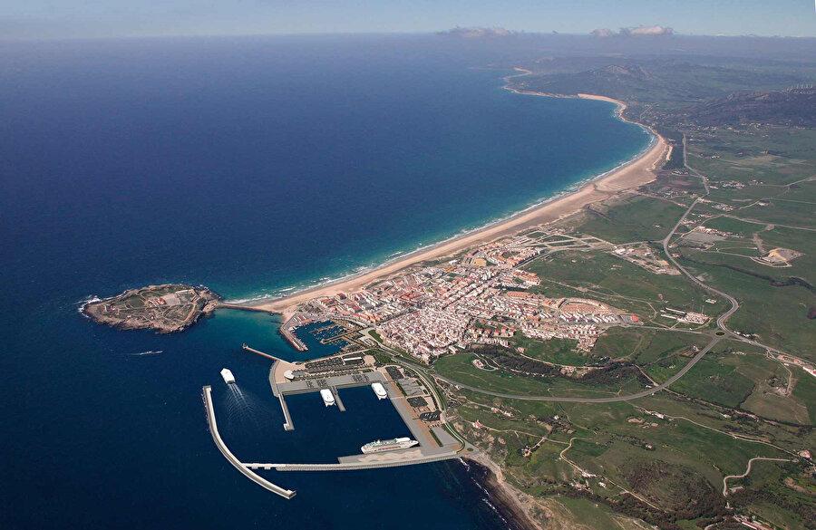İspanya'nın güneyindeki Tarifa şehri, ismini Berberî komutan Tarîf bin Mâlik'ten almaktadır.