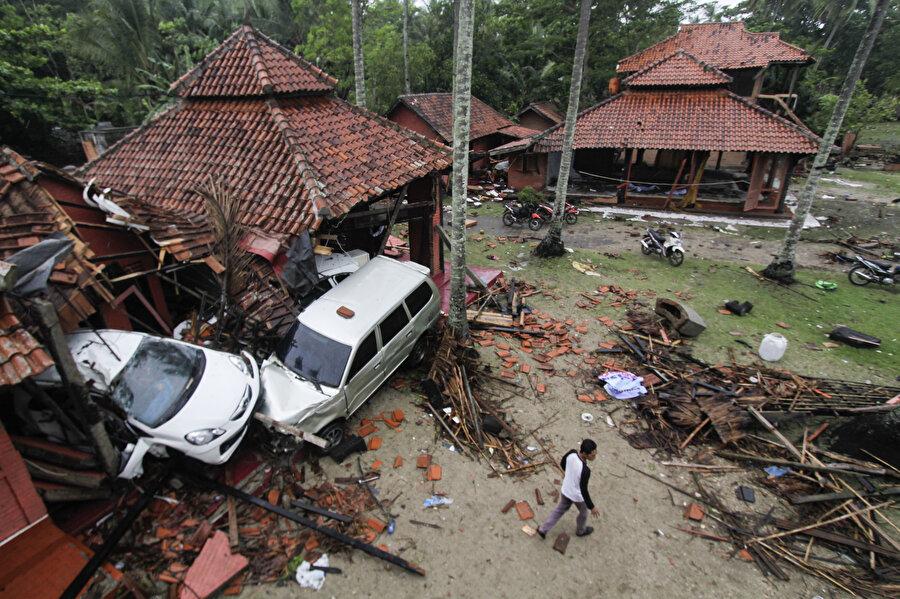 Tsunami sonrası kaybolan kişileri bulmak ve oluşan hasarı onarmak için çalışmaları başlandı.